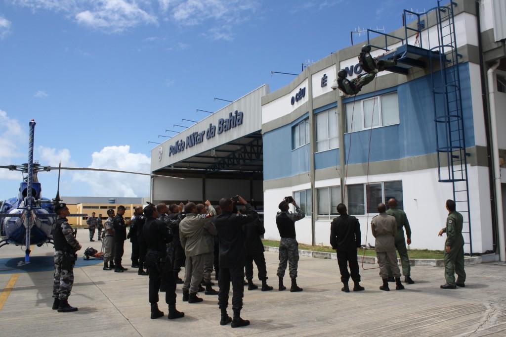 Policiais Militares de Alagoas visitaram o Grupamento Aéreo da PM da Bahia
