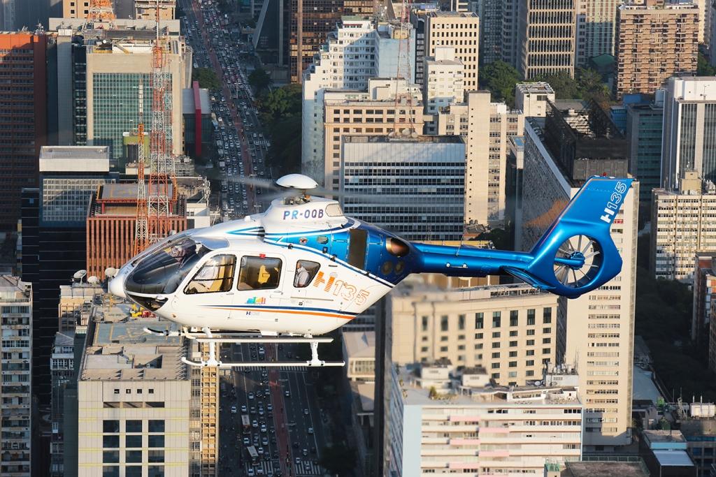 H135 modernizado pela Helibras fará turnê de demonstração no Brasil. Crédito: Helibras/Marcio Jumpei