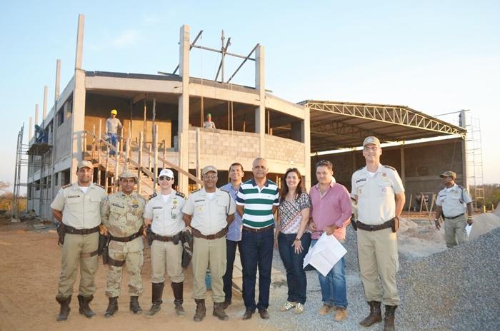 Comandante da PMBA visita obras da Base Avançada do Graer, em Barreiras