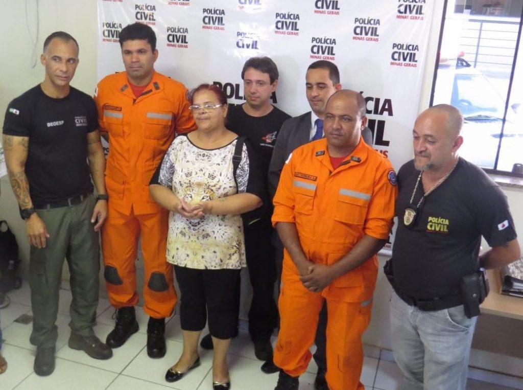 Sobrevivente da tragédia em Mariana reencontra equipe que a resgatou do mar de lama