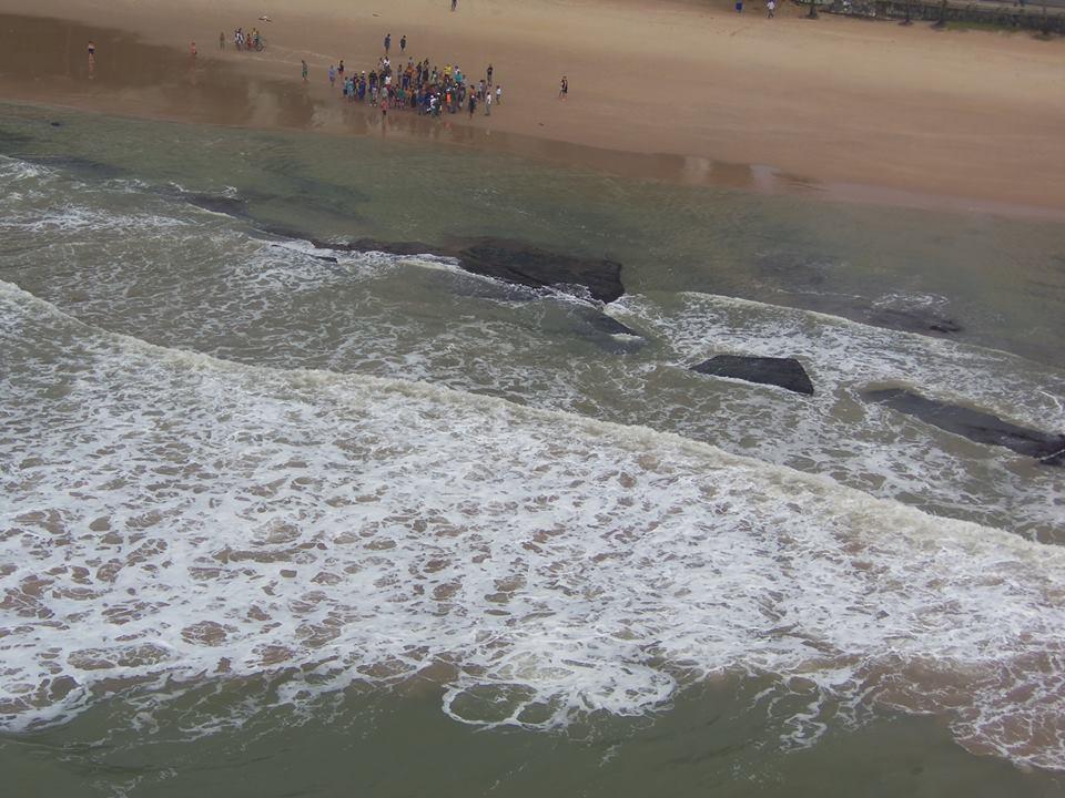 GTA de Pernambuco resgata três banhistas na Praia do Paiva