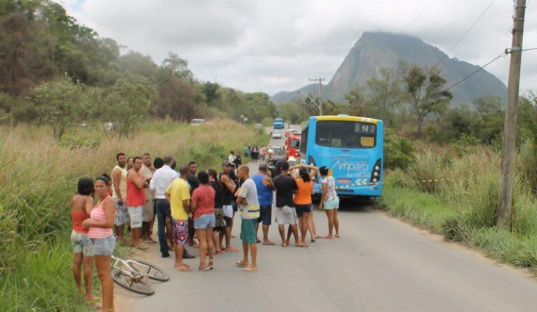 Helicópteros do Bombeiro do Rio são chamados para resgate de vítimas na Estrada dos Cajueiros