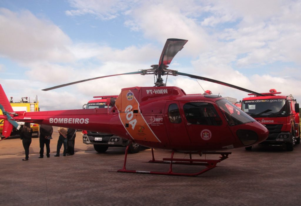 Helicóptero doado ao GOA pelo Ministério Público do Trabalho nunca voou. Fotos: Ésio Mendes