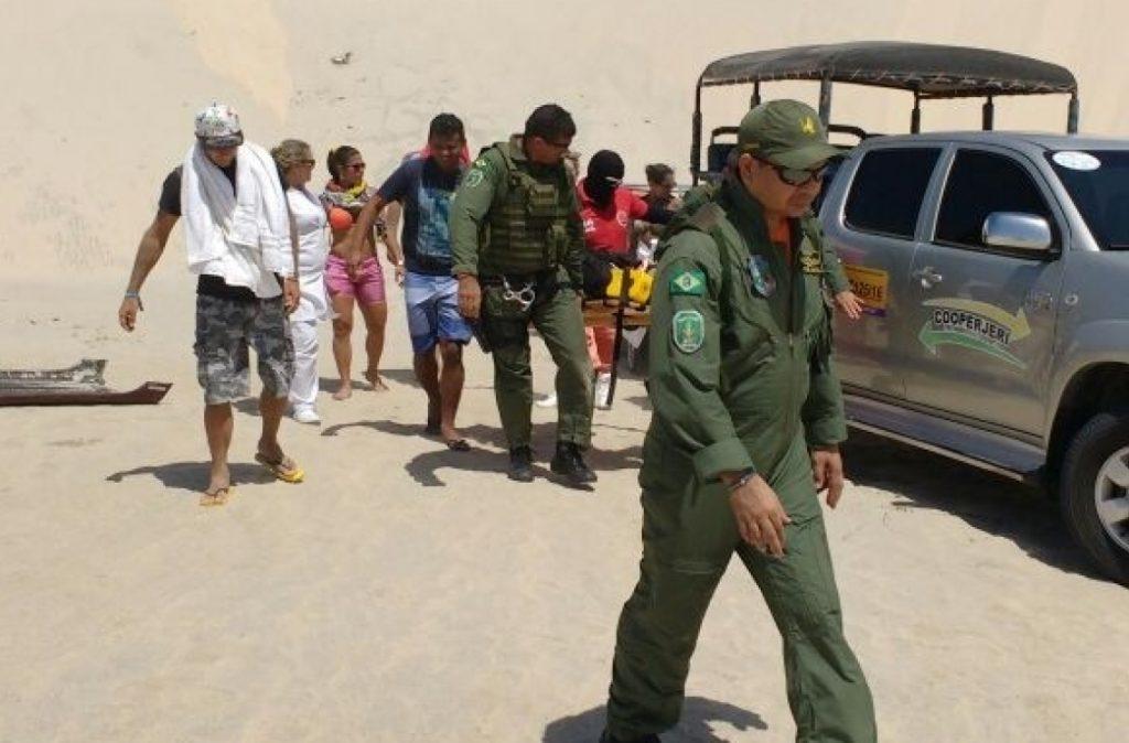 Fênix 01 resgata turistas europeus que sofreram acidente com buggy em Jijoca de Jericoacoara