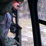 Tripulantes operacionais do Grupamento Aéreo realizam treinamento de tiro policial
