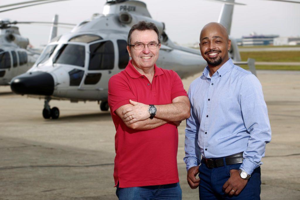 Na foto: Cmte Alvaro Stamato, piloto chefe, e Daniel Braz, gerente de manutenção. Crédito: Helibras/Piti Reali