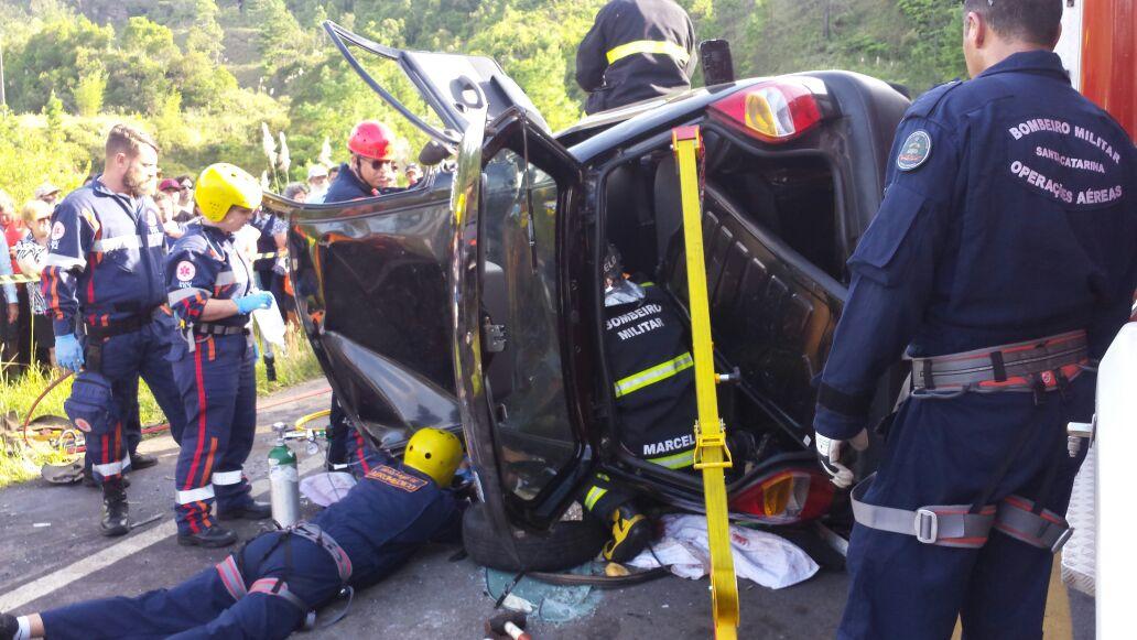 Arcanjos 01 e 03 resgatam vítimas de acidente na BR 282