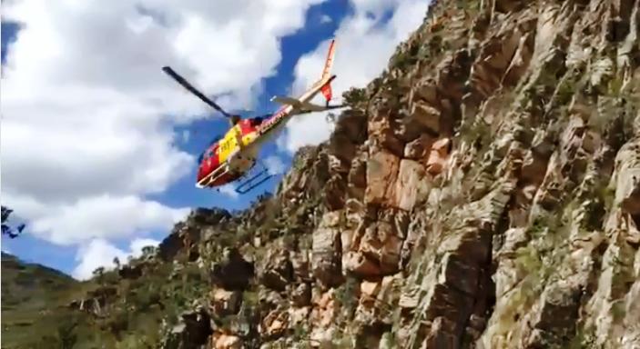 Arcanjo 03 resgata vítima de queda na cachoeira Andorinhas no Parque da Serra do Cipó