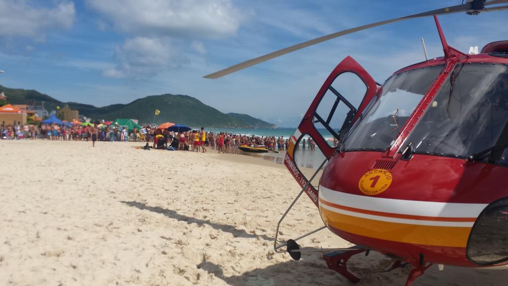 Arcanjo 01 resgata vítima de parada cardiorrespiratória na praia dos Ingleses