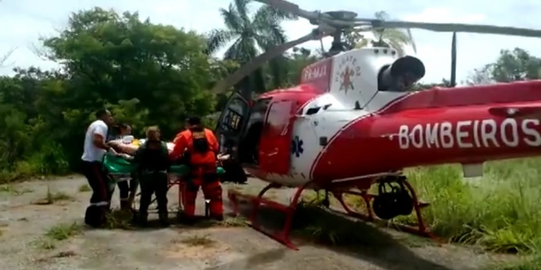 Resgate 02 resgata mergulhador no Lago Paranoá