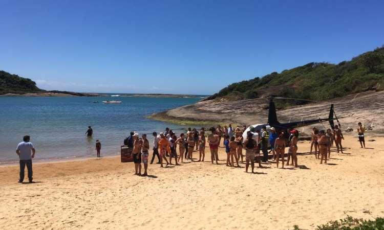 Justiça solta piloto que pousou helicóptero em praia do Espírito Santo