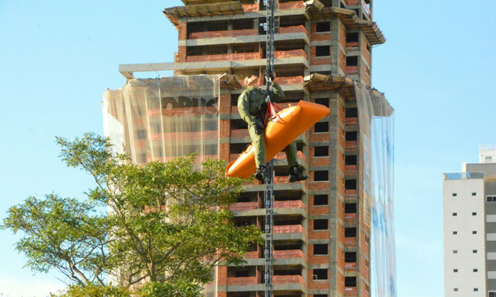 Integrantes do Ciopaer Tocantins realizaram treinamento para salvar vítimas de quedas de grandes alturas - Dennis Tavares/Governo do Tocantins