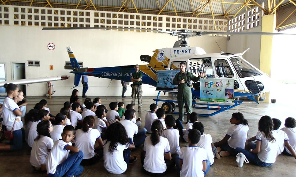 O encontro foi direcionado a cerca de 60 estudantes da Escola Municipal Maria Julia Amorim, que foram conscientizados pelos instrutores do Ciopaer sobre segurança de vôo - Ciopaer / Governo do Tocantins