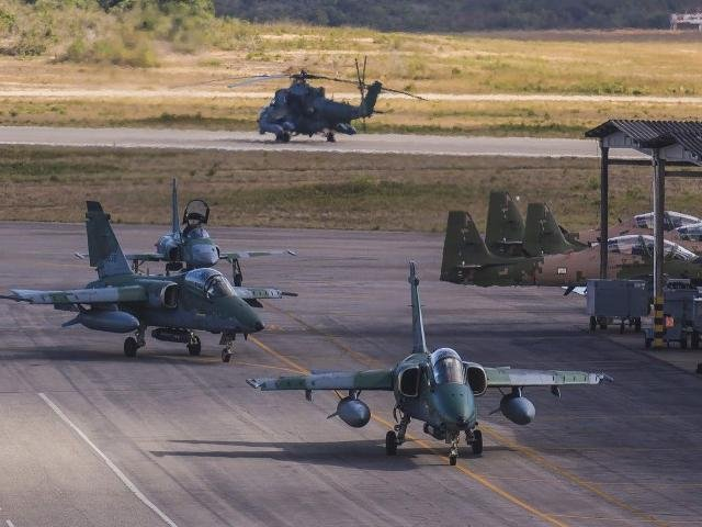 Movimentação dos militares da FAB na base montada em Corumbá para a Operação Ostium (Foto: Divulgação/FAB)