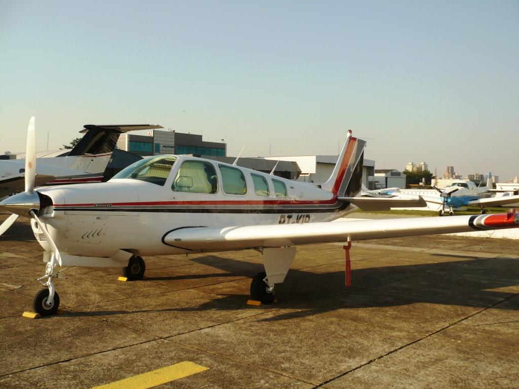 avião Bonanza A36 Beech Aircraft, matrícula PT-KIP