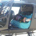 Helicóptero Águia 01 resgata vítima no costão em São Francisco do Sul