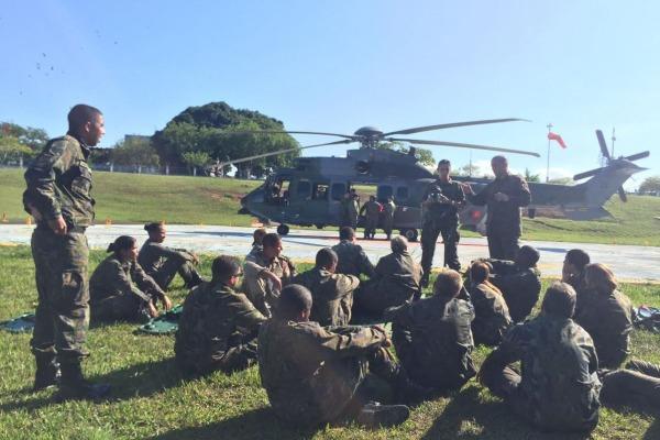 Hospital de Força Aérea do Galeão capacita militares para transporte de pacientes em helicópteros