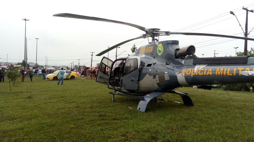 Helicóptero do BPMOA resgata vítimas de acidente com helicótero em Araucária, na Região Metropolitana de Curitiba (Foto: Divulgação/Polícia Militar de Operações Aéreas)
