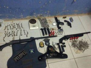 Material apreendido com os suspeitos durante operação policial