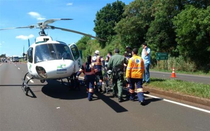 Vítima foi levada de helicóptero para o hospital em estado grave
