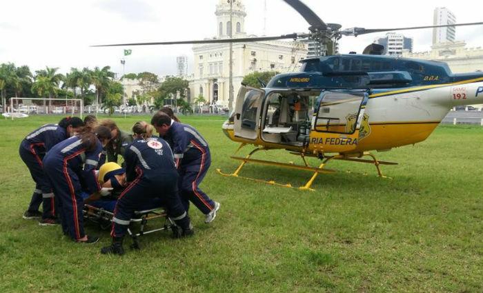 Gestante de risco é transferida de Sirinhaém para o HR no helicóptero da PRF. Foto: PRF/ Divulgação
