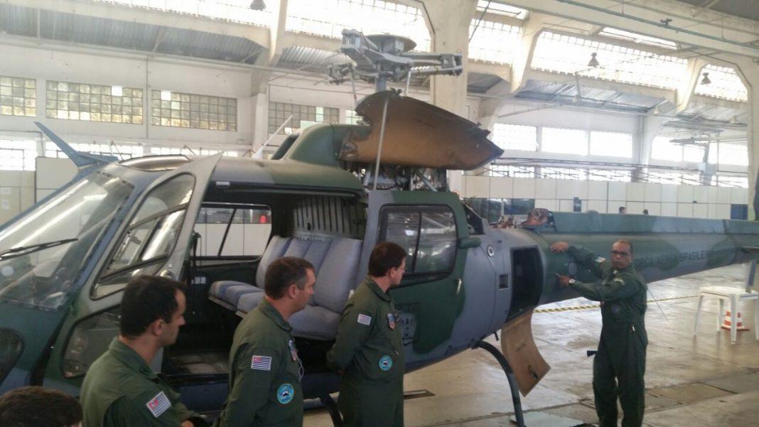 Mecânicos do Grupamento Aéreo realizam curso de familiarização do helicóptero Esquilo na FAB