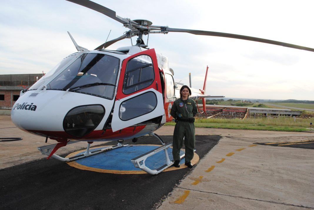Tenente Mayara é a segunda mulher a exercer a função de piloto na PM do Estado de São Paulo (Foto: Stephanie Fonseca/G1)