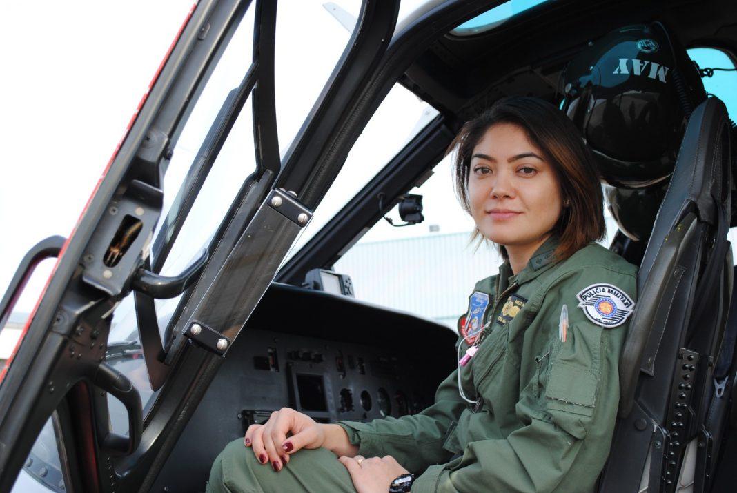 Tenente Mayara é a segunda mulher a assumir a função de piloto do Águia no Estado de São Paulo (Foto: Stephanie Fonseca/G1)