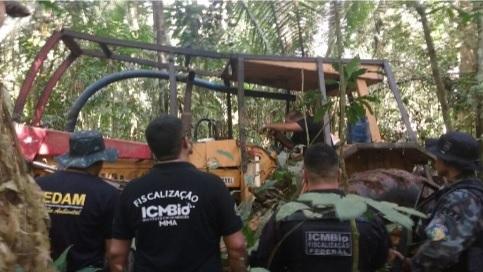 Força Tarefa localiza maquinários utilizados no desmatamento ilegal.