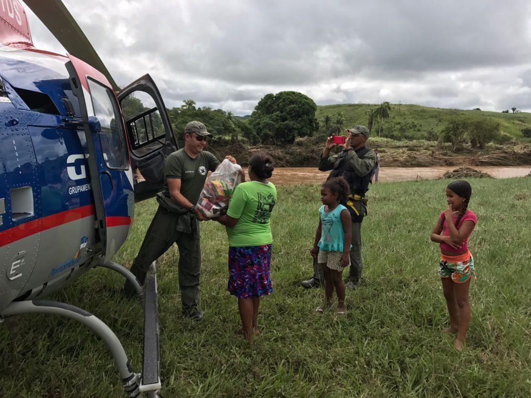GTA levou cestas básicas para vítimas de enchente causada pelas fortes chuvas, no município de Barreiros, na Mata Sul do Estado.