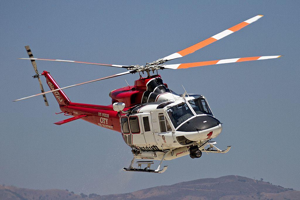 """Helicóptero Bell 412EP """"Fire 1"""" da LAFD Air Operations no serviço de extinção de incêndios em Van Nuys, Califórnia. Foto: Christian Valle ."""