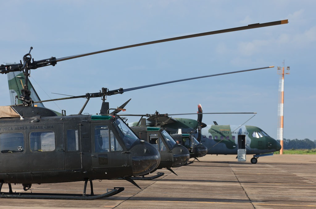 Aeronave Bell H-1H do 2º/10º Grupo de Aviação (Esquadrão Pelicano) na Base Aérea de Campo Grande.