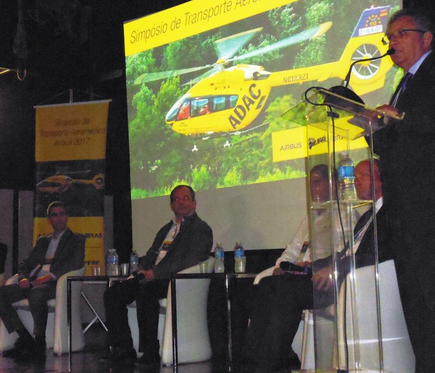 Mauro Ayres, gerente dos mercados civil e governamental da Helibras atuando como moderador nos debates. Foto: Eduardo Alexandre Beni.