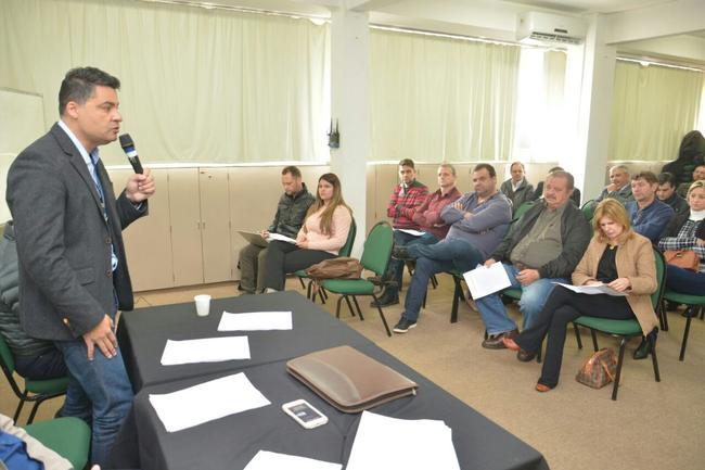 O prefeito de Ponta Grossa, Marcelo Rangel, reuniu-se com prefeitos.