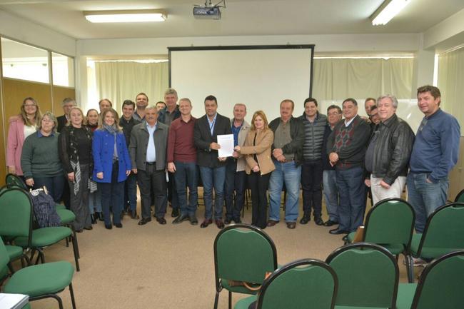 Prefeitos assinam protocolo para criação do SAMU Campos Gerais do Paraná