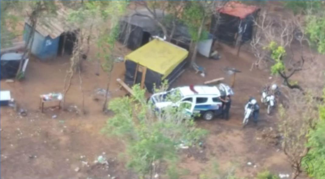 Local onde os suspeitos foram encontrados (Foto: Polícia Militar/Divulgação)