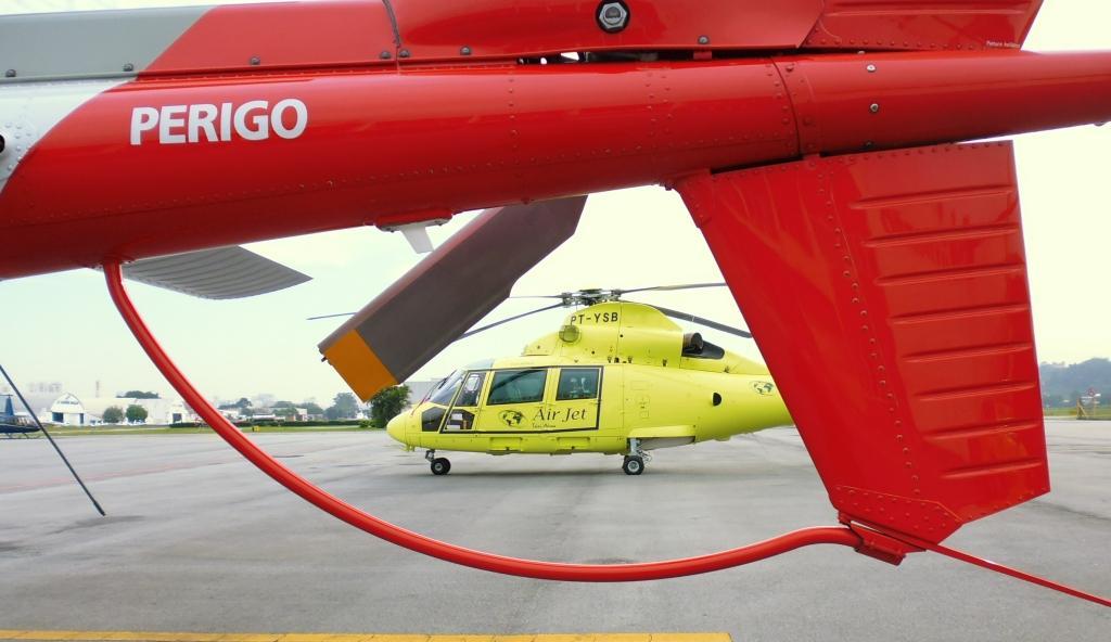 Helicópteros em exposição no patio da INFRAERO no Aeroporto Campo de Marte. Foto: Eduardo Alexandre Beni.