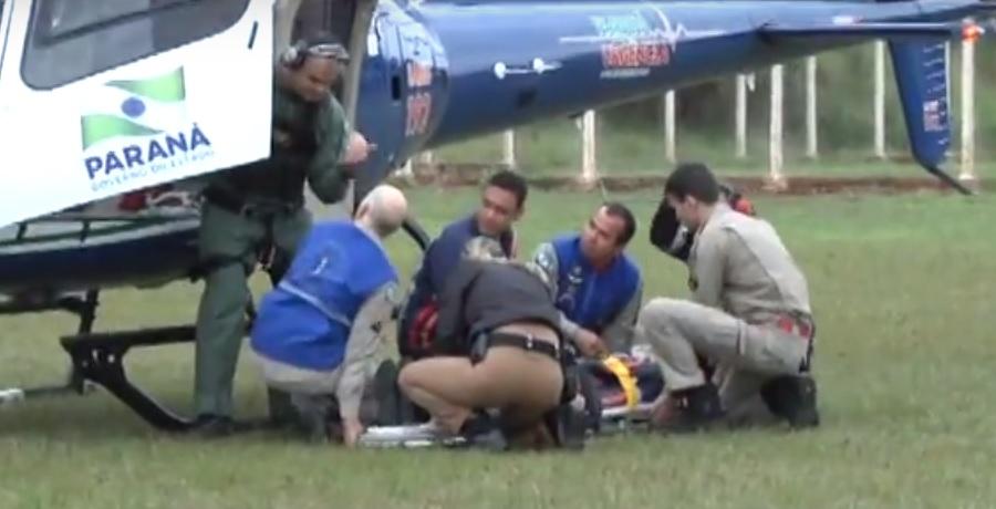 Socorristas participaram de simulação no atendimento de vítima sendo encaminhada ao helicóptero. (Foto: Clodoaldo Bonete/Tribuna do Interior)