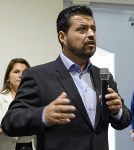 Christian Herrera, diretor Comercial da Frequentis, que forneceu vários exemplos das operações remotas ao redor do mundo utilizando o sistema da Frequentis. Foto: João Paulo Moralez.
