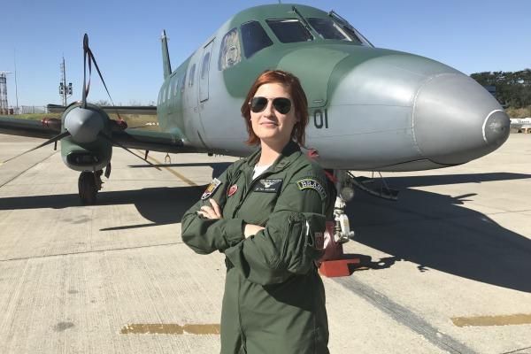 Tenente Juliana, comandante da aeronave. Fotos: Tenente Aviador Lucas Rocha.
