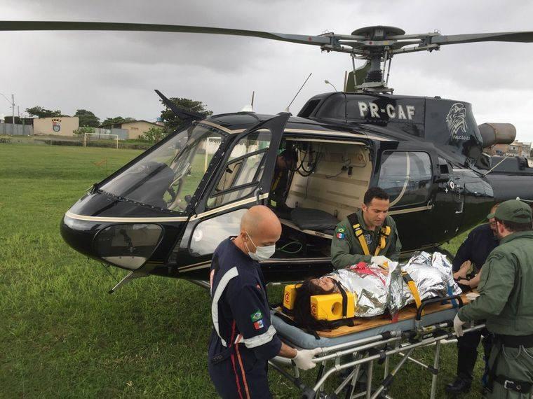 Gestante é socorrida até o helicóptero do Grupamento Aéreo da SSP FOTO: CORTESIA/GRUPAMENTO AÉREO