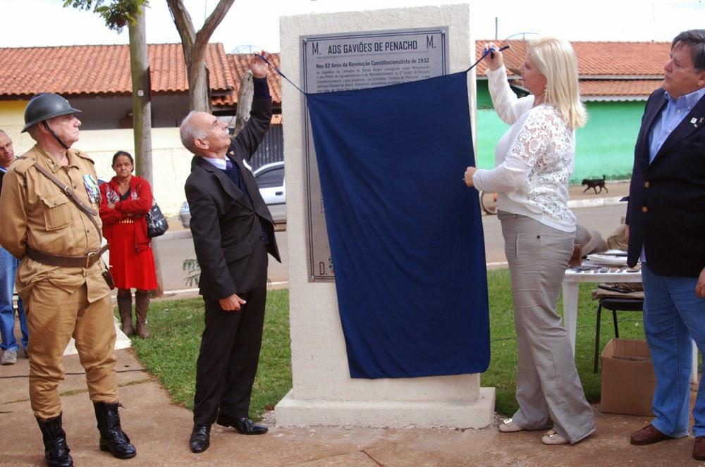 Momento da inauguração da placa aos Gaviões de Penacho