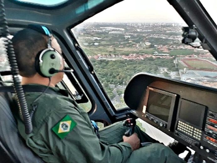 Escola de Aviação da Ciopaer realiza primeira instrução prática de voo sob capota.