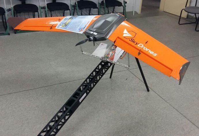 Drone em exposição durante o 1º Simpósio sobre Aeronaves Remotamente Pilotadas.