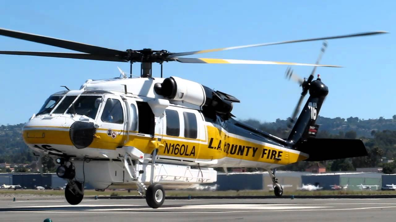 Departamento de Bombeiros do condado de Los Angeles, helicóptero Sikorsky S70i Firehawk.