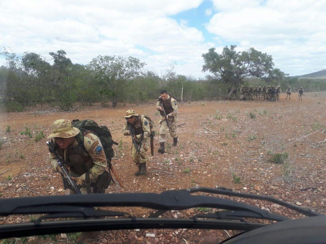 Helicóptero e drone são utilizados pela Polícia Militar na descobre de plantação de maconha.