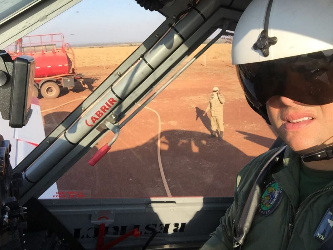 Air tractor AT802F do Corpo de Bombeiros do Mato Grosso sendo reabastecido de água para novo combate. Foto: Divulgação.
