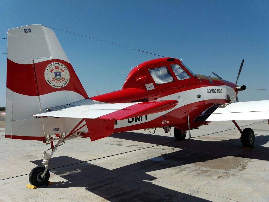 Air Tractor AT802F do Corpo de Bombeiros é empregado para combater incêndio florestal. Foto: Eduardo Alexandre Beni.