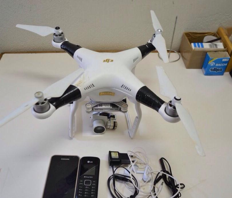 Drone é apreendido ao sobrevoar unidade prisional com celulares.