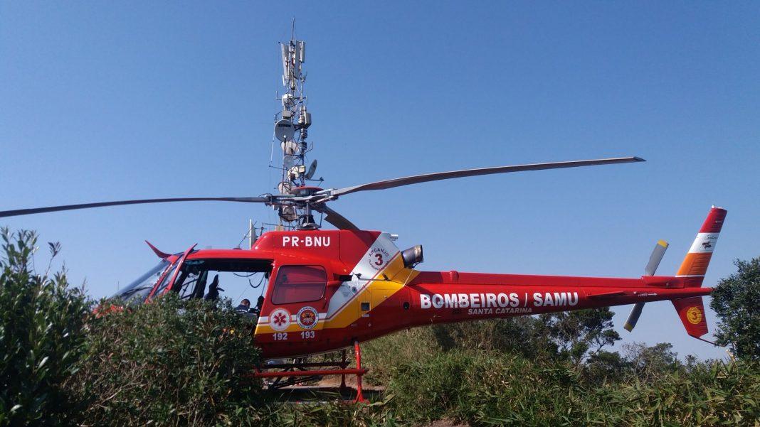 Arcanjo 03 em resgate nesta tarde de queda de parapente no Morro do Careca em Balneário Camboriú.
